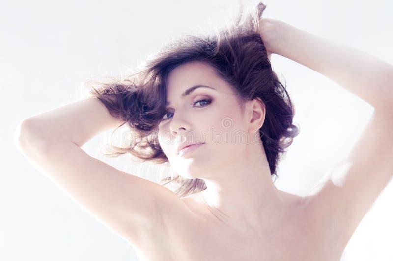 όμορφος κορσές brunette κομψός στοκ φωτογραφία