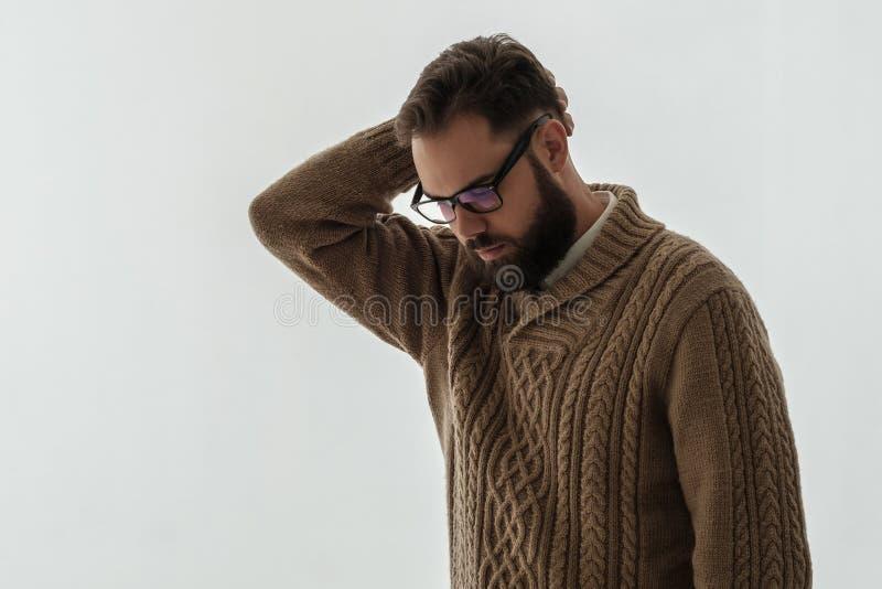 Όμορφος νέος ενήλικος με το headeache στοκ εικόνες με δικαίωμα ελεύθερης χρήσης
