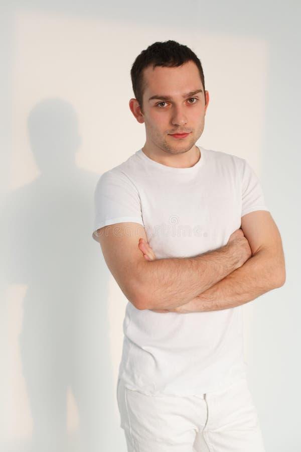 Όμορφος νεαρός άνδρας στοκ εικόνα