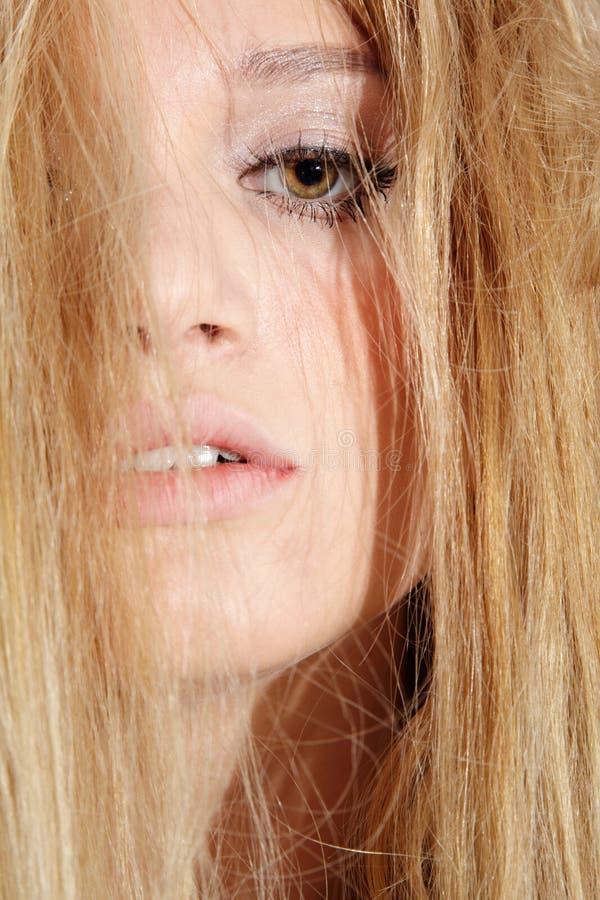 όμορφος ξανθός μελαγχολικός στοκ εικόνες