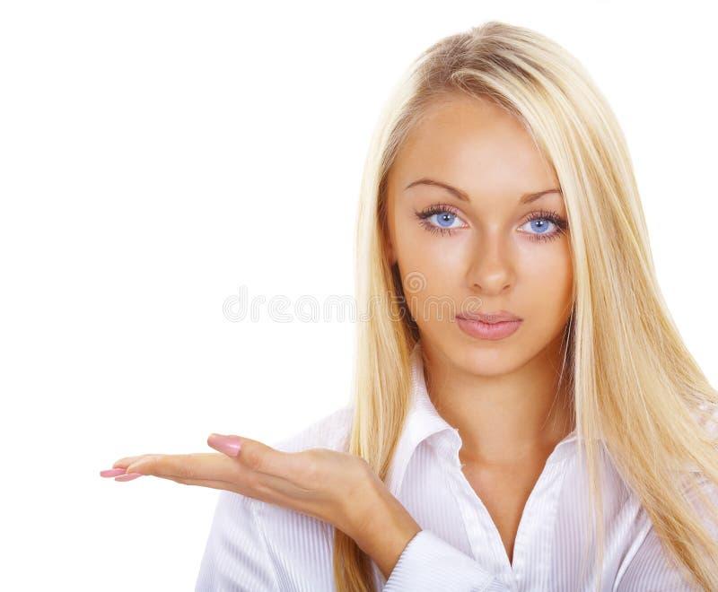 όμορφος ξανθός παρουσιάζ& στοκ εικόνες