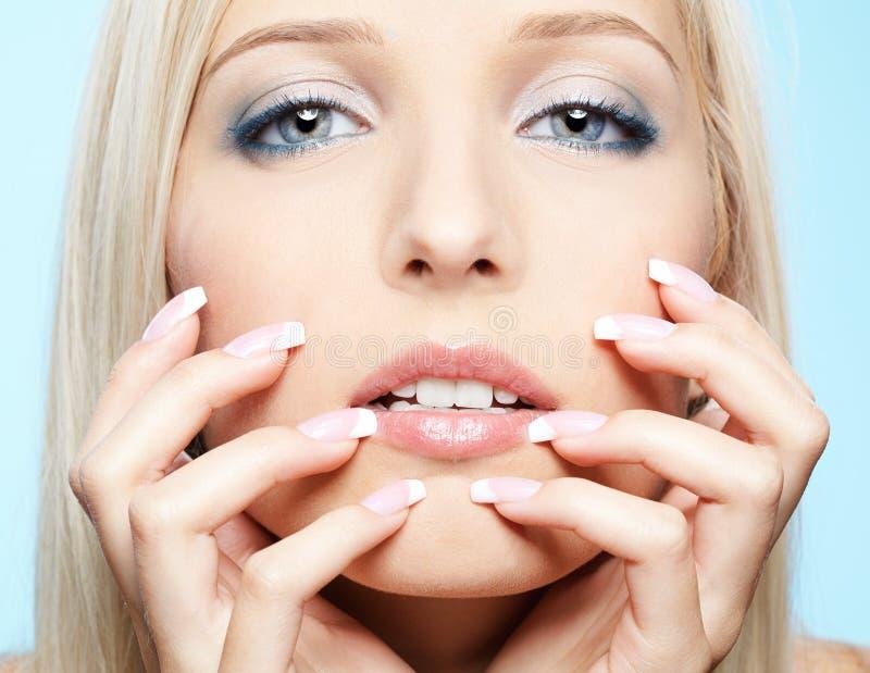 Download όμορφος ξανθός στοκ εικόνα. εικόνα από μαστίγια, καυκάσιος - 17051413