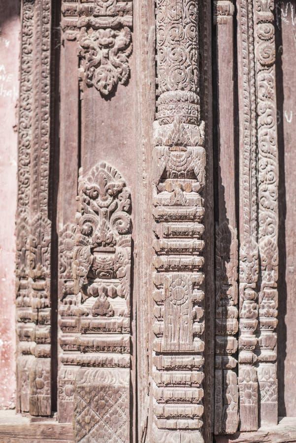 Όμορφος ξύλινος στυλοβάτης Handcrafted ενός ναού στοκ εικόνες