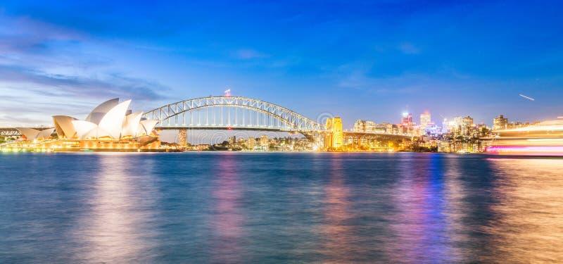 Όμορφος ορίζοντας νύχτας του Σίδνεϊ, Αυστραλία στοκ φωτογραφία με δικαίωμα ελεύθερης χρήσης