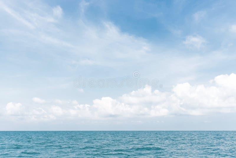 Όμορφος ουρανός και συμπαθητική θάλασσα στοκ εικόνες με δικαίωμα ελεύθερης χρήσης