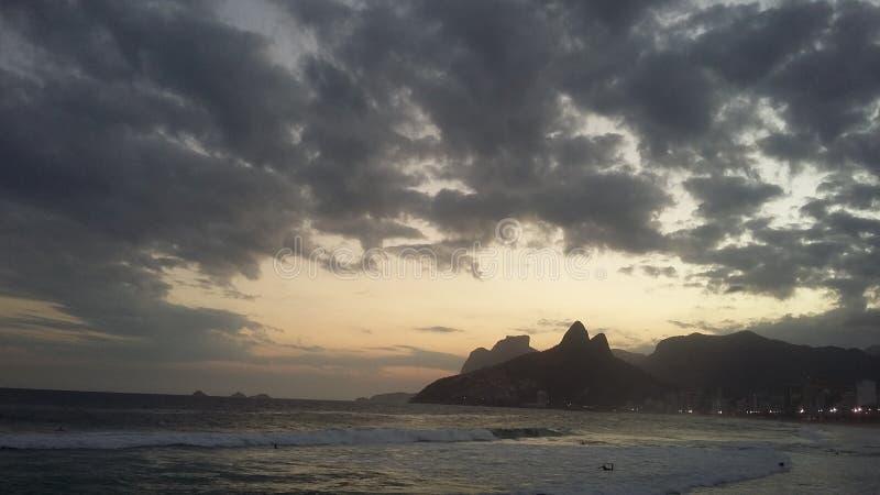 Όμορφος ουρανός της ημερήσιας διάταξης στην πόλη του Ρίο ντε Τζανέιρο στοκ εικόνες με δικαίωμα ελεύθερης χρήσης