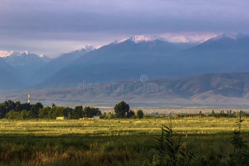 Όμορφος ο φυσικός στην πόλη Bishkek στοκ εικόνα