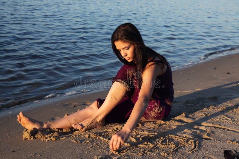 όμορφος ποταμός κοριτσιώ&nu στοκ εικόνα