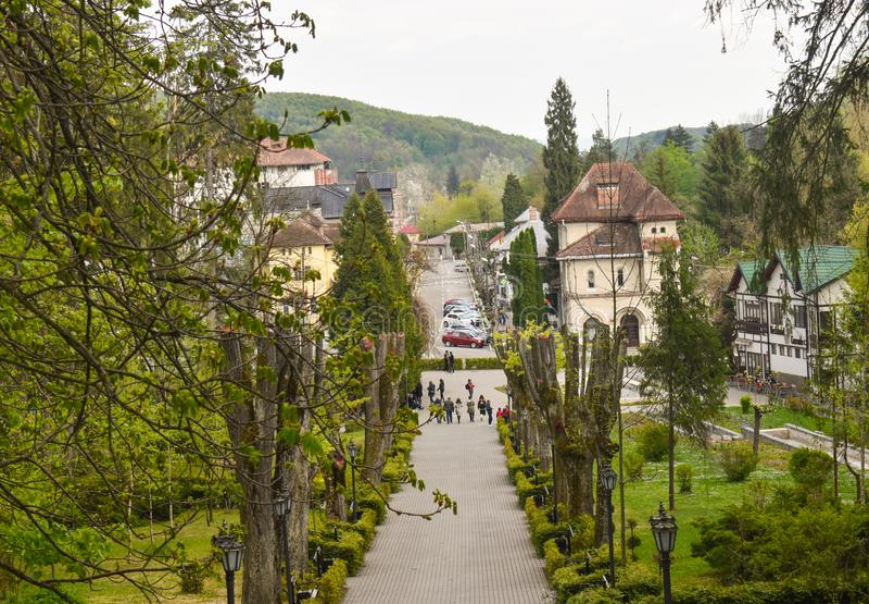 Όμορφος τουριστικός προορισμός η balneary πόλη Baile Govora με την παλαιά αρχιτεκτονική και τα τρομερά πράσινα πάρκα - Ρουμανία,  στοκ φωτογραφία