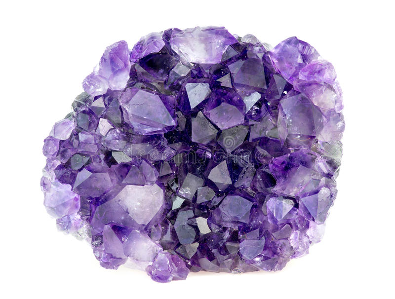 Όμορφος φυσικός πορφυρός πολύτιμος λίθος αμεθύστινων geode κρυστάλλων στοκ εικόνα