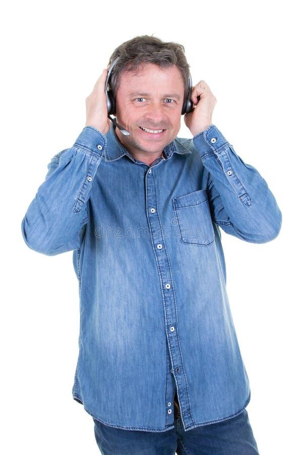 Όμορφος χειριστής εξυπηρέτησης πελατών ατόμων που φορά μια κάσκα στοκ εικόνα