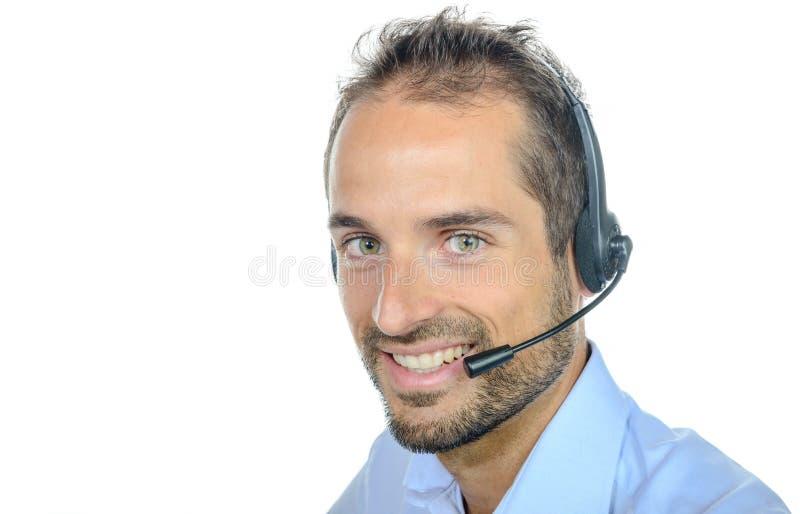 Όμορφος χειριστής εξυπηρέτησης πελατών που φορά μια κάσκα στοκ φωτογραφία