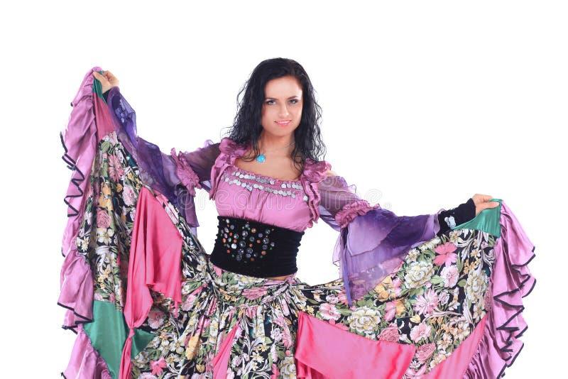 Όμορφος χορευτής γυναικών σε ένα κοστούμι τσιγγάνων στοκ φωτογραφίες με δικαίωμα ελεύθερης χρήσης
