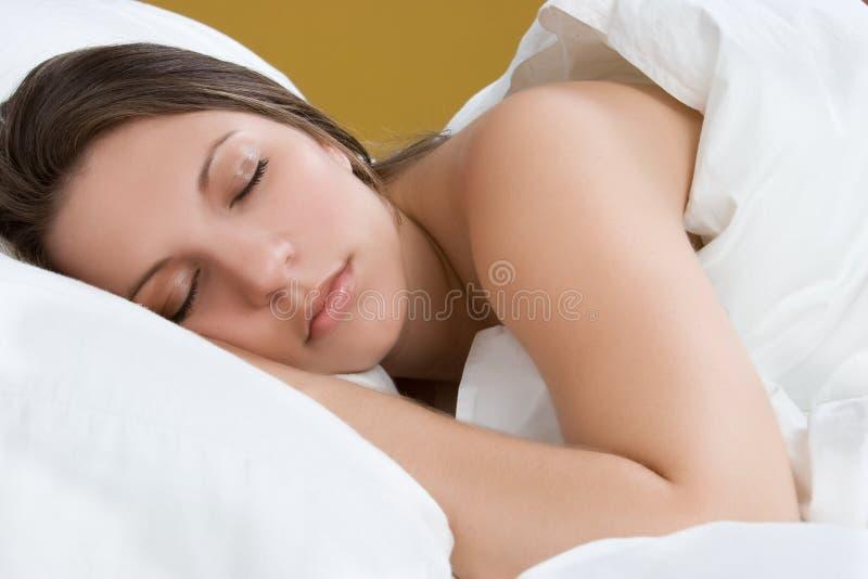 όμορφος ύπνος κοριτσιών στοκ εικόνα με δικαίωμα ελεύθερης χρήσης