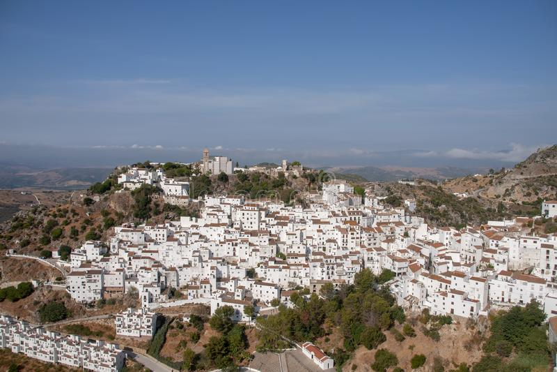 Όμορφο άσπρο χωριό της επαρχίας της Μάλαγας, Casares στοκ εικόνες με δικαίωμα ελεύθερης χρήσης
