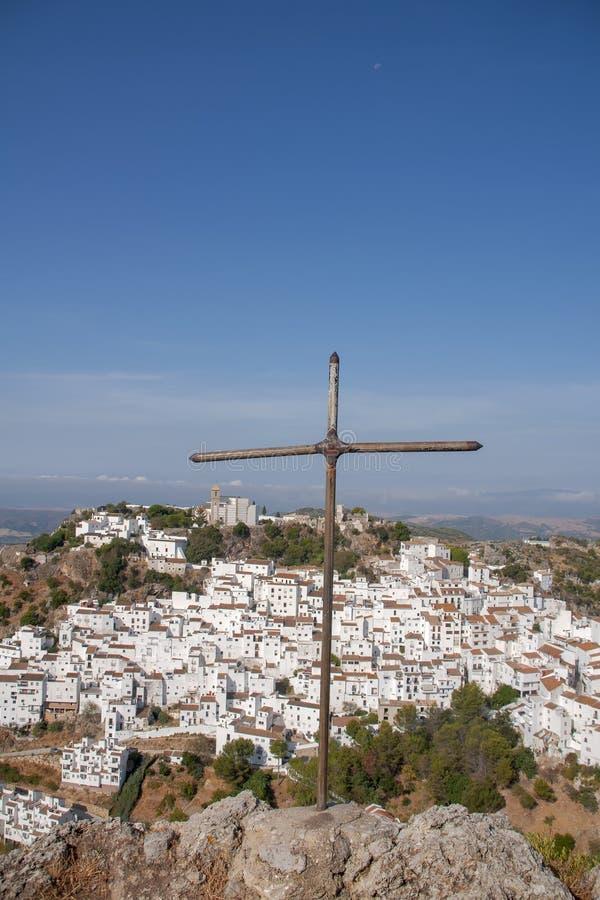 Όμορφο άσπρο χωριό της επαρχίας της Μάλαγας, Casares στοκ φωτογραφία