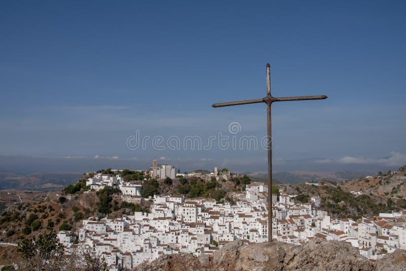 Όμορφο άσπρο χωριό της επαρχίας της Μάλαγας, Casares στοκ φωτογραφίες με δικαίωμα ελεύθερης χρήσης
