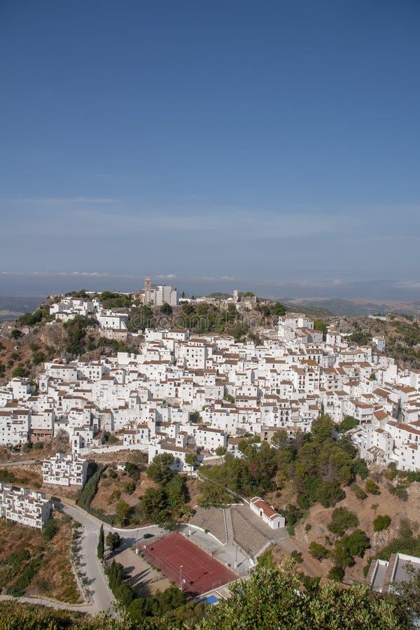 Όμορφο άσπρο χωριό της επαρχίας της Μάλαγας, Casares στοκ φωτογραφίες