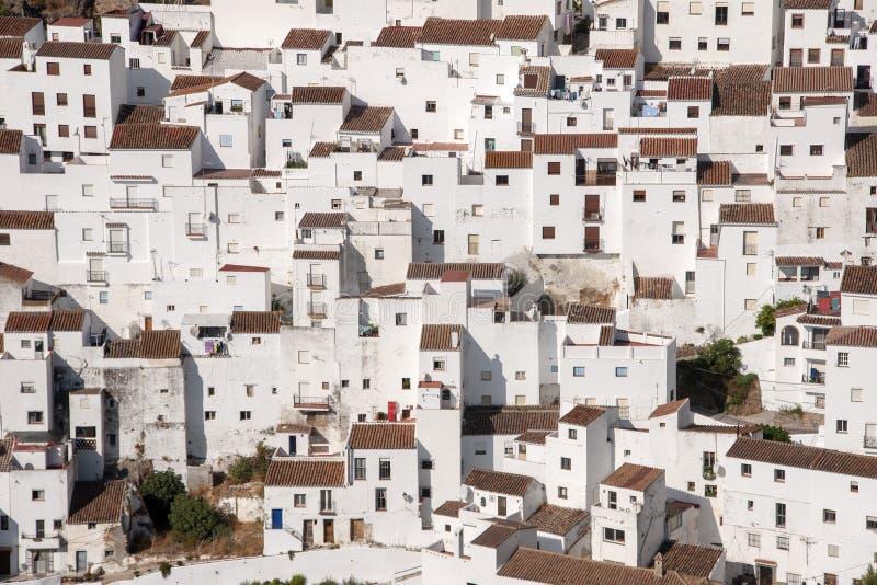 Όμορφο άσπρο χωριό της επαρχίας της Μάλαγας, Casares στοκ εικόνες