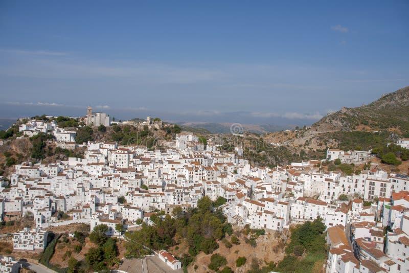 Όμορφο άσπρο χωριό της επαρχίας της Μάλαγας, Casares στοκ φωτογραφία με δικαίωμα ελεύθερης χρήσης