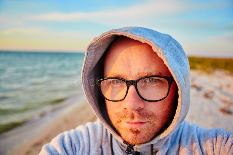 Όμορφο άτομο που κάνει selfie στοκ εικόνα με δικαίωμα ελεύθερης χρήσης
