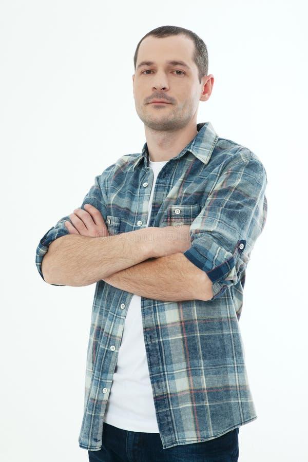 Όμορφο άτομο στο ελεγμένο πουκάμισο που απομονώνεται στο άσπρο υπόβαθρο στοκ εικόνα με δικαίωμα ελεύθερης χρήσης