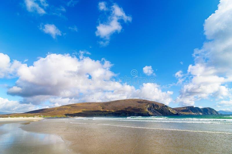 Όμορφο αγροτικό ιρλανδικό τοπίο φύσης χωρών από την Ιρλανδία στοκ φωτογραφίες