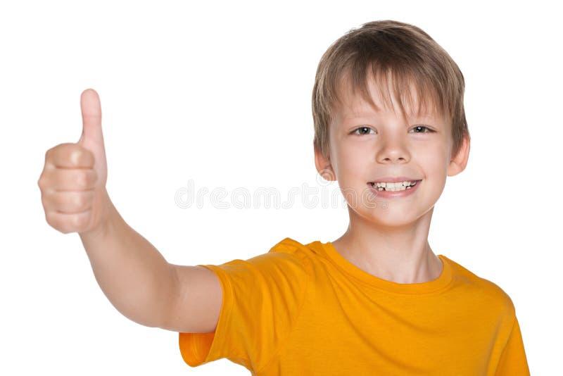 Όμορφο αγόρι με τον αντίχειρά του επάνω στοκ φωτογραφία