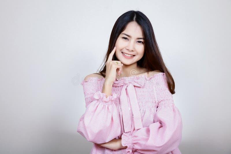 Όμορφο ασιατικό κορίτσι με το υγιές δέρμα Έννοια Skincare Όμορφη χαμογελώντας νέα ασιατική γυναίκα με την καθαρή, φρέσκια, πυράκτ στοκ φωτογραφίες με δικαίωμα ελεύθερης χρήσης
