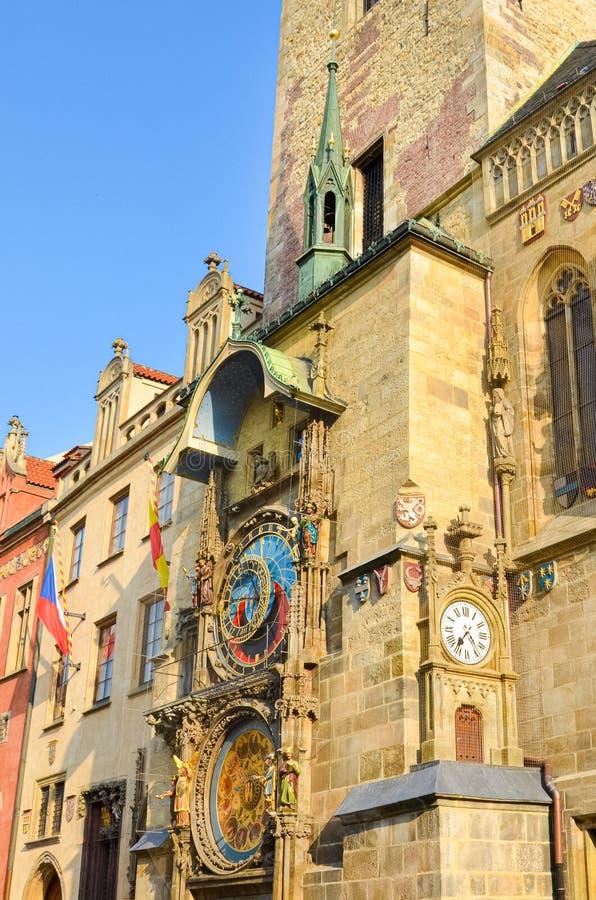 Όμορφο αστρονομικό ρολόι της Πράγας, Orloj, που βρίσκεται στην παλαιά πλατεία της πόλης στο ιστορικό κέντρο της Πράγας, Δημοκρατί στοκ εικόνες