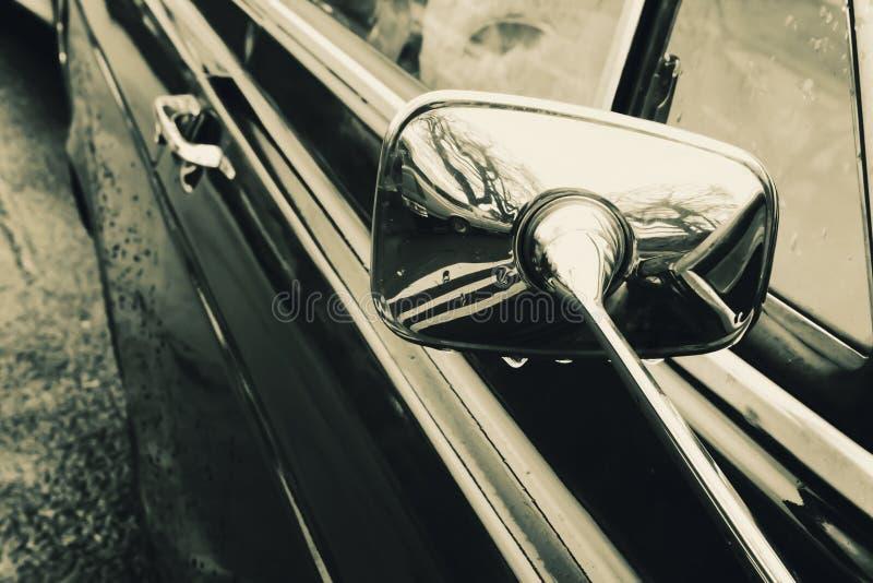 Όμορφο αυτοκίνητο με τις κλασικές γραμμές στοκ φωτογραφία