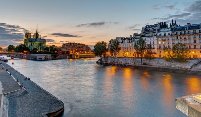 Όμορφο βράδυ στο Παρίσι, Γαλλία στοκ φωτογραφία με δικαίωμα ελεύθερης χρήσης