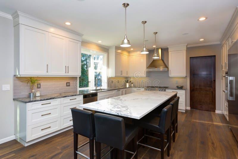 Όμορφο γραπτό σχέδιο κουζινών στοκ φωτογραφία