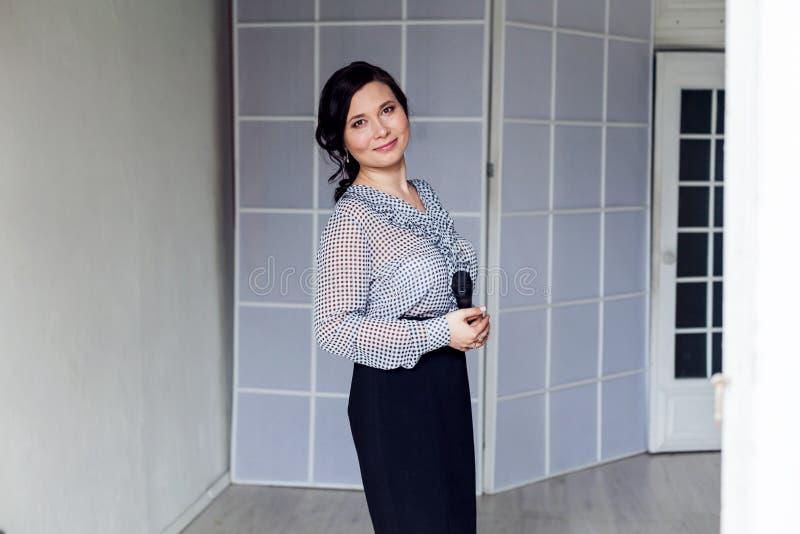 Όμορφο γραφείο επιχειρησιακού πορτρέτου επιχειρησιακών γυναικών ασιατικό στοκ φωτογραφίες