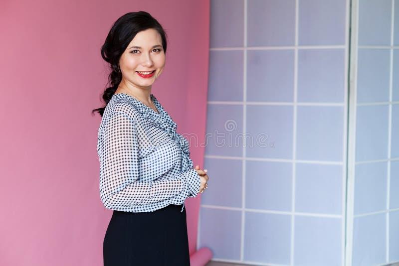 Όμορφο γραφείο επιχειρησιακού πορτρέτου επιχειρησιακών γυναικών ασιατικό στοκ φωτογραφίες με δικαίωμα ελεύθερης χρήσης