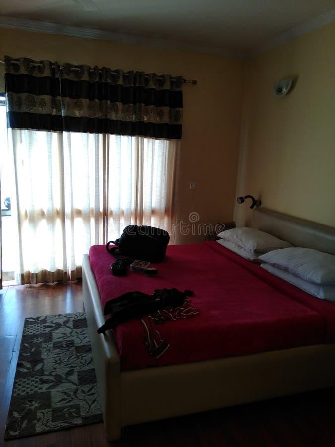 Όμορφο δωμάτιο ξενοδοχείου σε nainital στοκ εικόνες