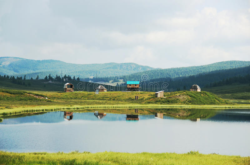 Όμορφο ειρηνικό τοπίο με το σπίτι στοκ εικόνες με δικαίωμα ελεύθερης χρήσης