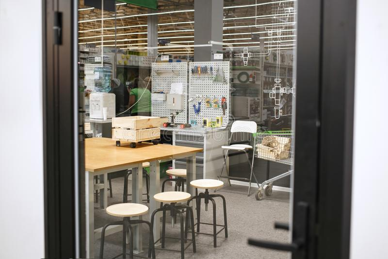 Όμορφο εργαστήριο ξυλουργικής Άνετο εργαστήριο για έναν ξυλουργό στοκ φωτογραφία με δικαίωμα ελεύθερης χρήσης