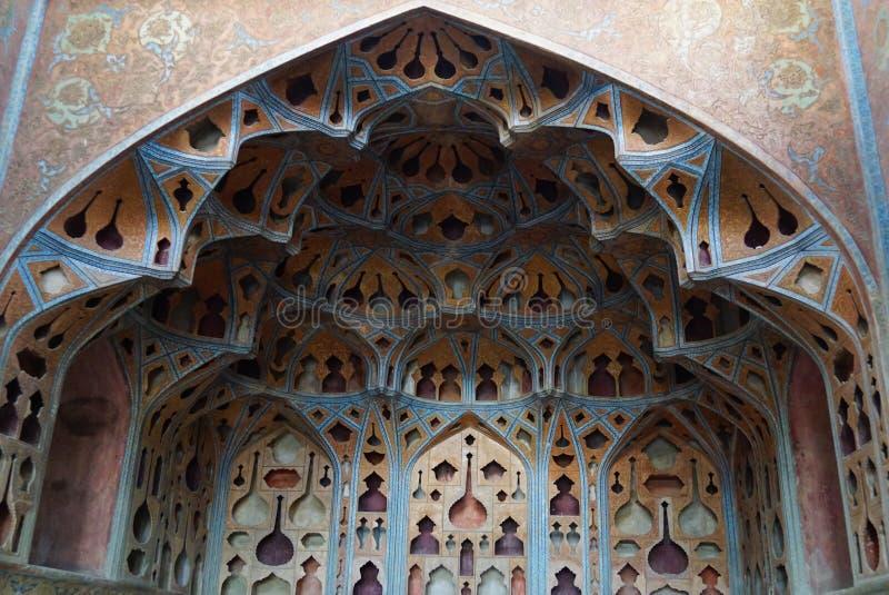 Όμορφο εσωτερικό του παλατιού του Ali Qapu στο Ισφαχάν, Ιράν στοκ φωτογραφίες