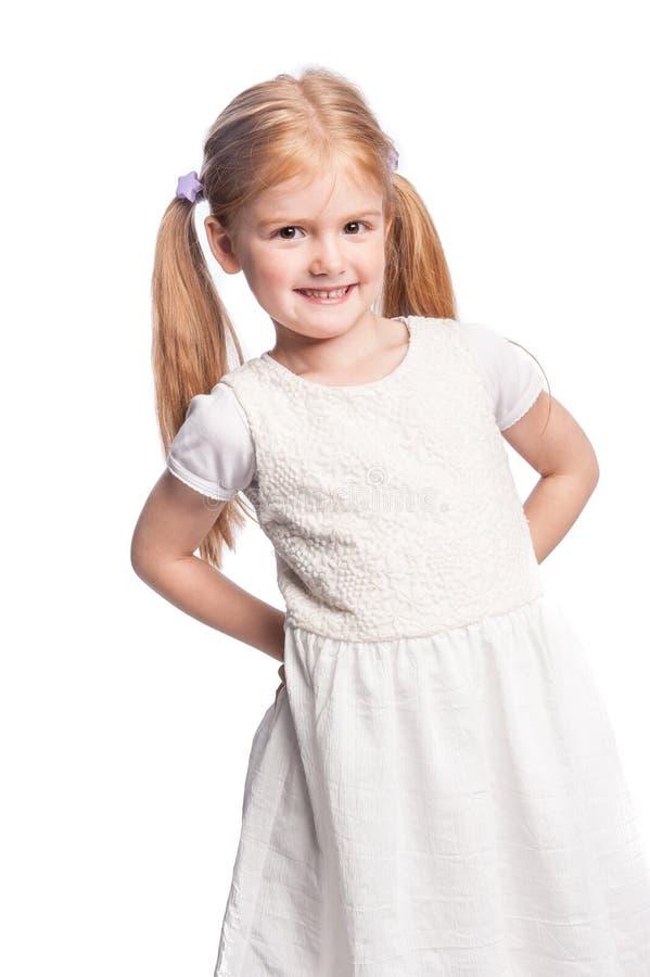 Όμορφο ευτυχές μικρό κορίτσι με την τρίχα ουρών πόνι στοκ φωτογραφίες