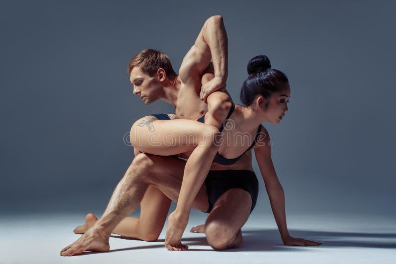 Όμορφο ζεύγος των χορευτών στοκ φωτογραφίες