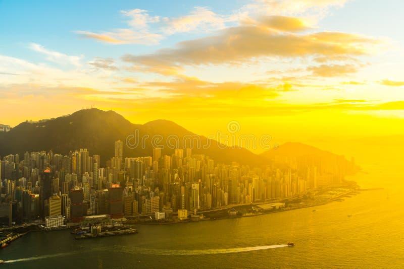 Όμορφο ζωηρόχρωμο ηλιοβασίλεμα στον ορίζοντα πόλεων του Χογκ Κογκ στοκ εικόνα