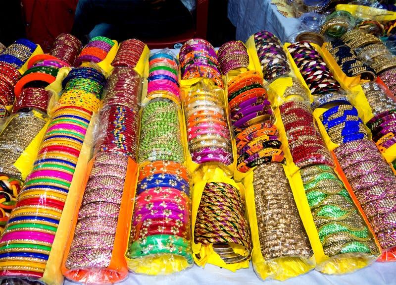Όμορφο ζωηρόχρωμο Lakh βραχιόλι-Ινδία στοκ φωτογραφίες