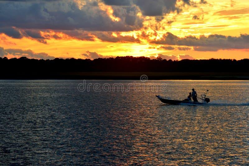 Όμορφο ηλιοβασίλεμα με σύννεφα στοκ εικόνες