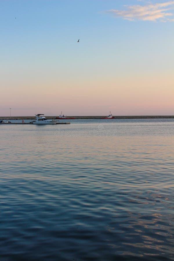 Όμορφο ηλιοβασίλεμα πέρα από τη Μεσόγειο στην Ελλάδα στοκ φωτογραφία με δικαίωμα ελεύθερης χρήσης