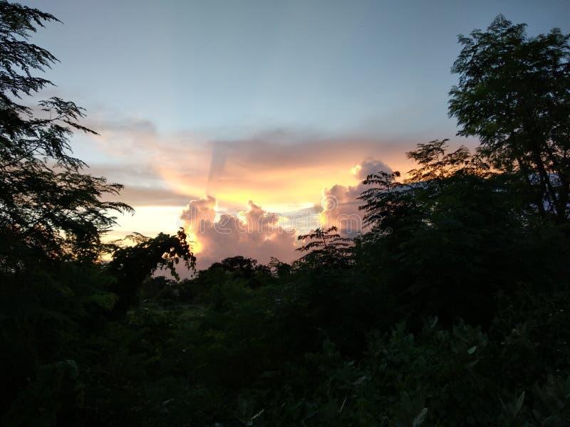 Όμορφο ηλιοβασίλεμα στη κάμερα μου στοκ εικόνα