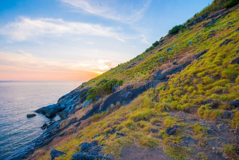 Όμορφο ηλιοβασίλεμα στο ακρωτήριο Krating, Nai Harn παραλία, Phuket, Thaila στοκ φωτογραφίες με δικαίωμα ελεύθερης χρήσης