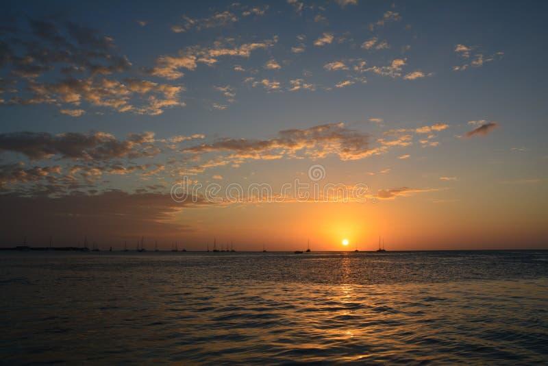 Όμορφο ηλιοβασίλεμα στο νησί καλαφατών Caye στη Μπελίζ στοκ φωτογραφία με δικαίωμα ελεύθερης χρήσης