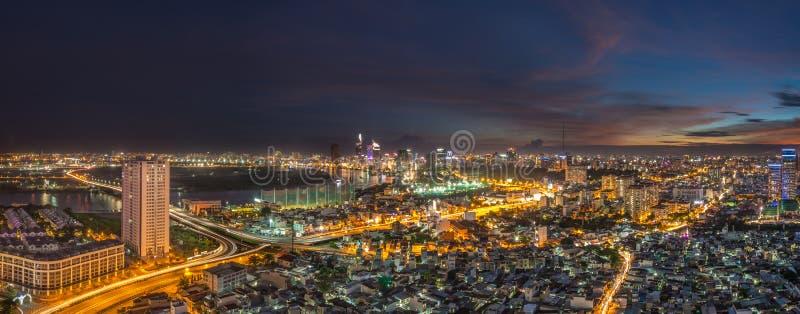 Όμορφο ηλιοβασίλεμα του ορίζοντα πόλεων του Ho Chi Minh στοκ εικόνα