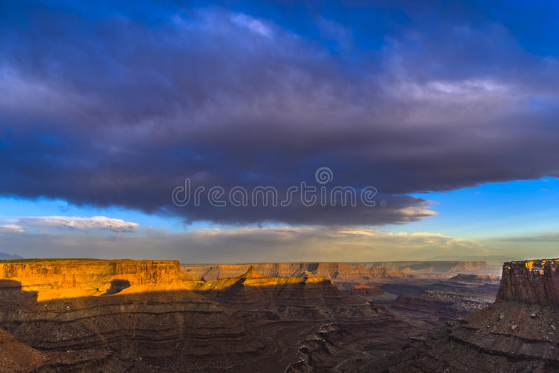 Όμορφο ηλιοβασίλεμα κοντά στο σημείο Canyonlands Γιούτα του Marlboro στοκ φωτογραφία